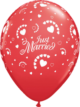 Just Married Hearts Standard Red Latex Round 11in/27.5cm
